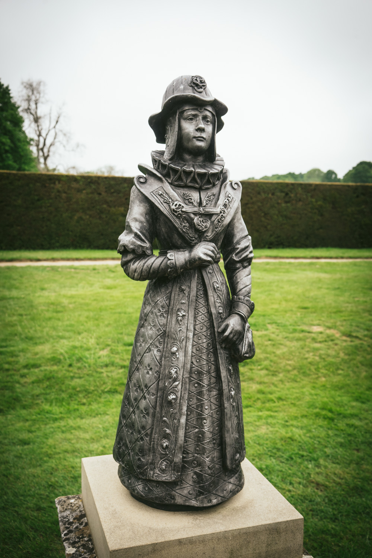 Bateman's-Rudyard-Kipling-Garden-statue.jpg
