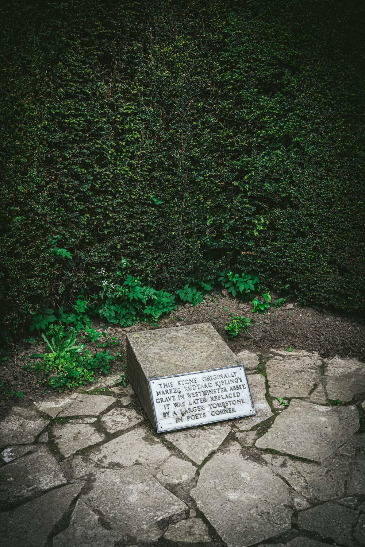 Bateman's-Manor-Rudyard-Kipling-Grave-Stone.jpg