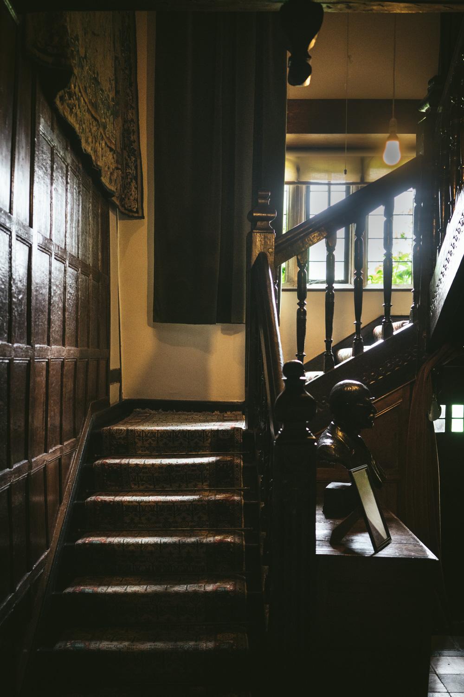 Bateman's-Manor-Rudyard-Kipling-Staircase.jpg