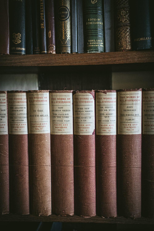 Bateman's-Manor-Rudyard-Kipling-R-L-Stevenson-Books-Collection.jpg