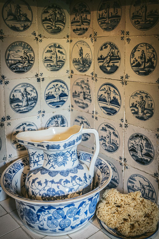 Bateman's-Manor-Rudyard-Kipling-Bathroom-Detail.jpg