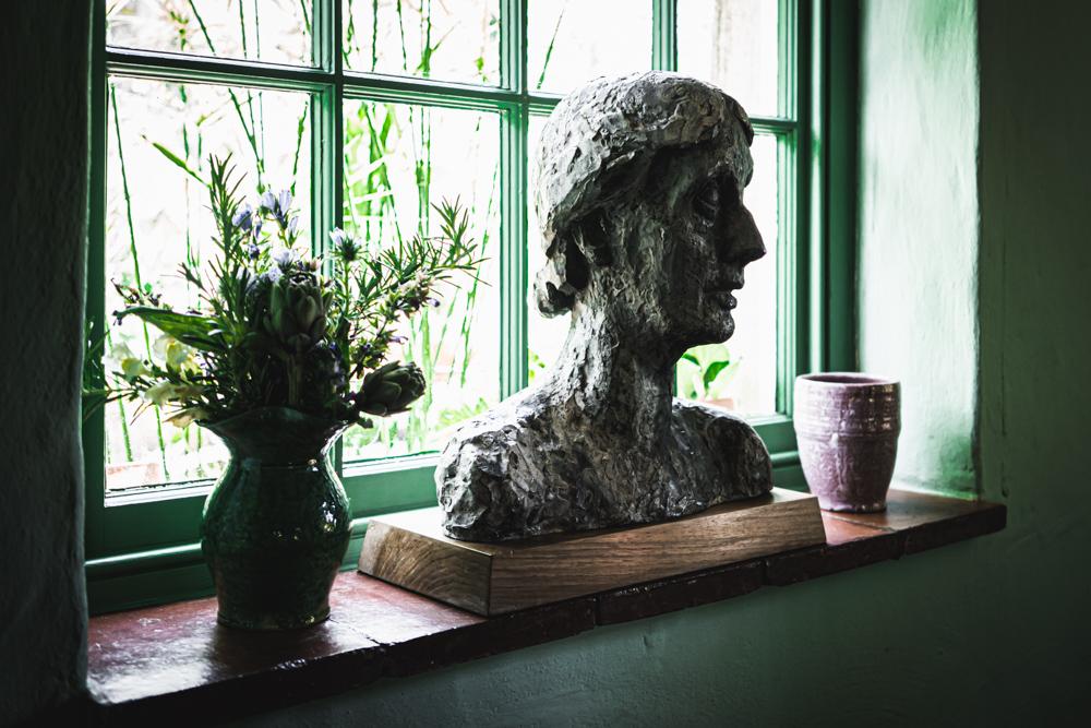 Monk's-house-Virginia-Woolf-bust .jpg