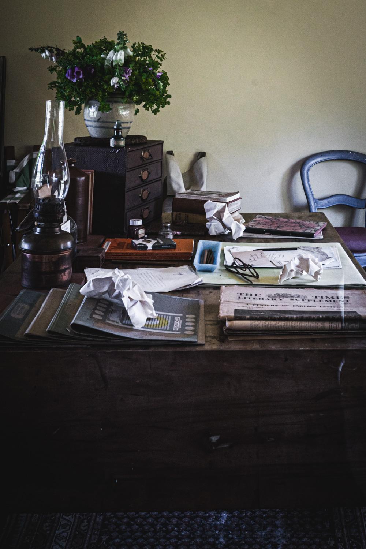 Monk's house-Virginia-Woolf-desk.jpg