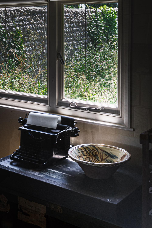 Monk's house-Virginia-Woolf-typewriter.jpg