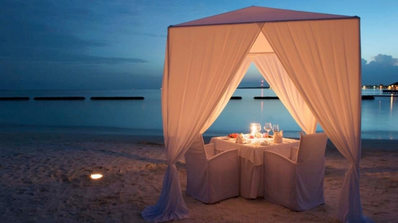 Beach side Romantic Candlelit Dinner or Drinks for Two.... Starting from $ 349     By Appointment Only    Proposing? Anniversary Coming Up? Elopement? Need to add some excitement and romance to your date night?  This is a package that can be customized to your wishes. We can send a secret message to your loved one, provide limousine service to pick you up and drop you off. You can add desserts, hors d'oeuvres, champagne or wine.