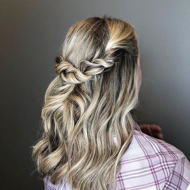 Prom season is creeping up on us! We've got the hair and makeup team to get you all dolled up for your big night!  Hair by @alexisallen4 .. . #theheadzofheadz #louisville #kentuckhairstylist #louisvillehairstylist #goldwellcolor #louisvilleprom #prom #weddinghairinspo