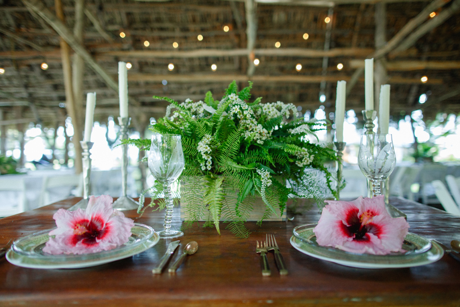 bride and groom maui table