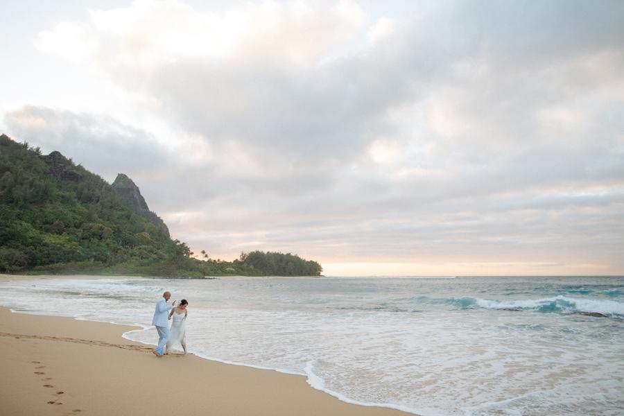 haena, kauai beach wedding photographer