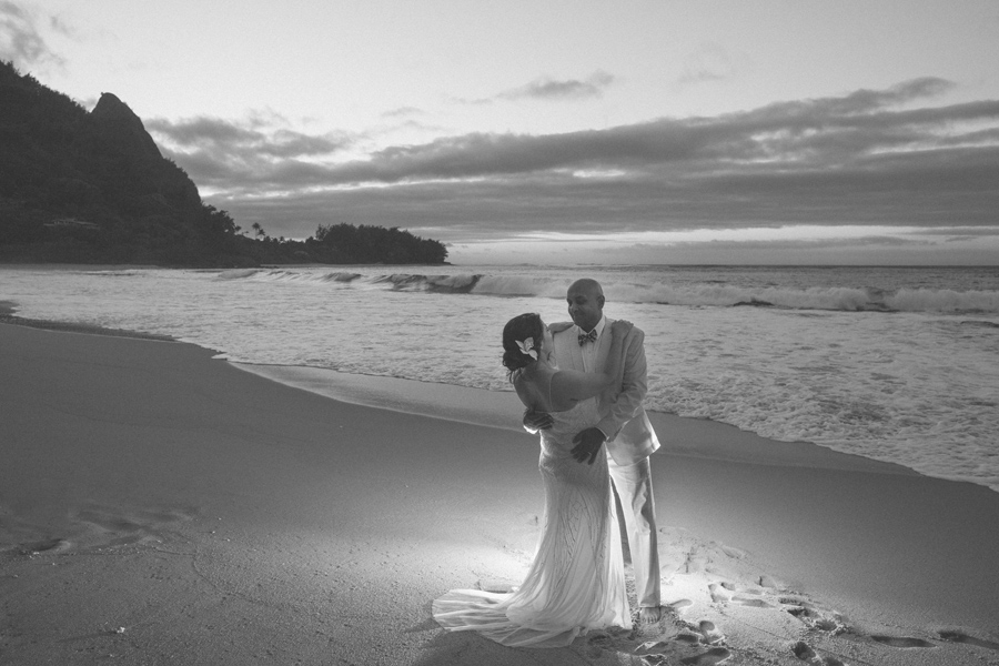 black and white tunnels wedding photographer