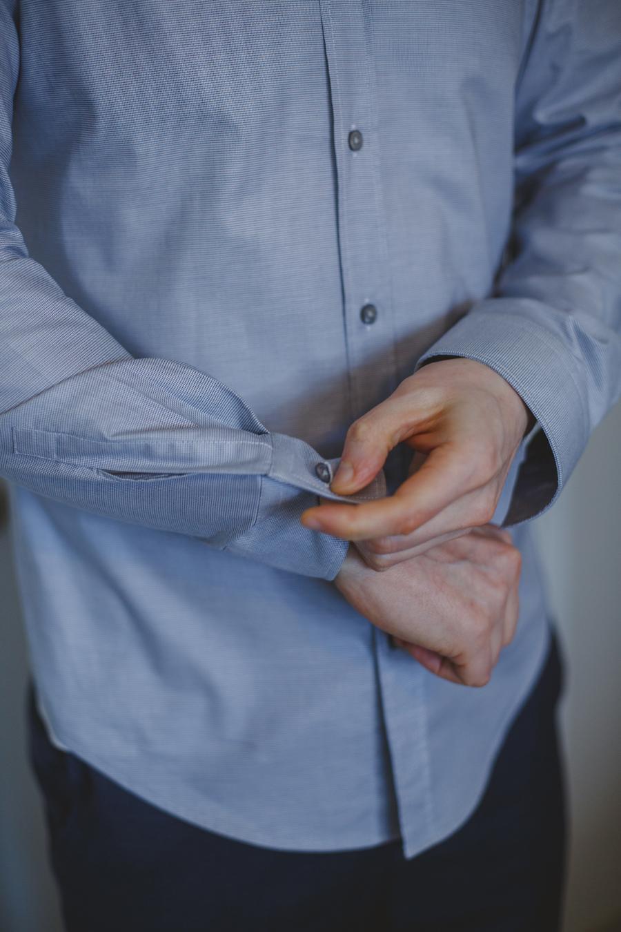 maui groom getting ready