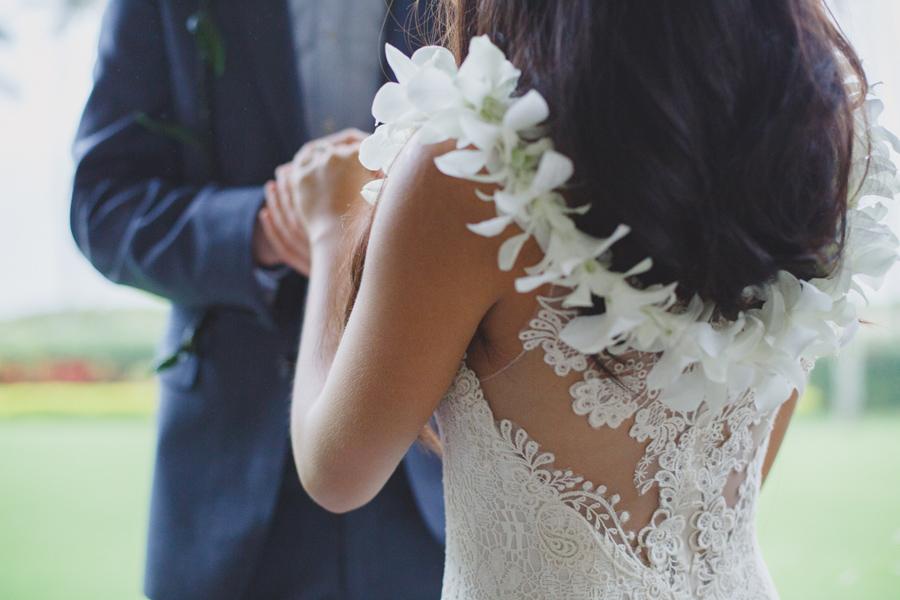 maui wedding photo lei