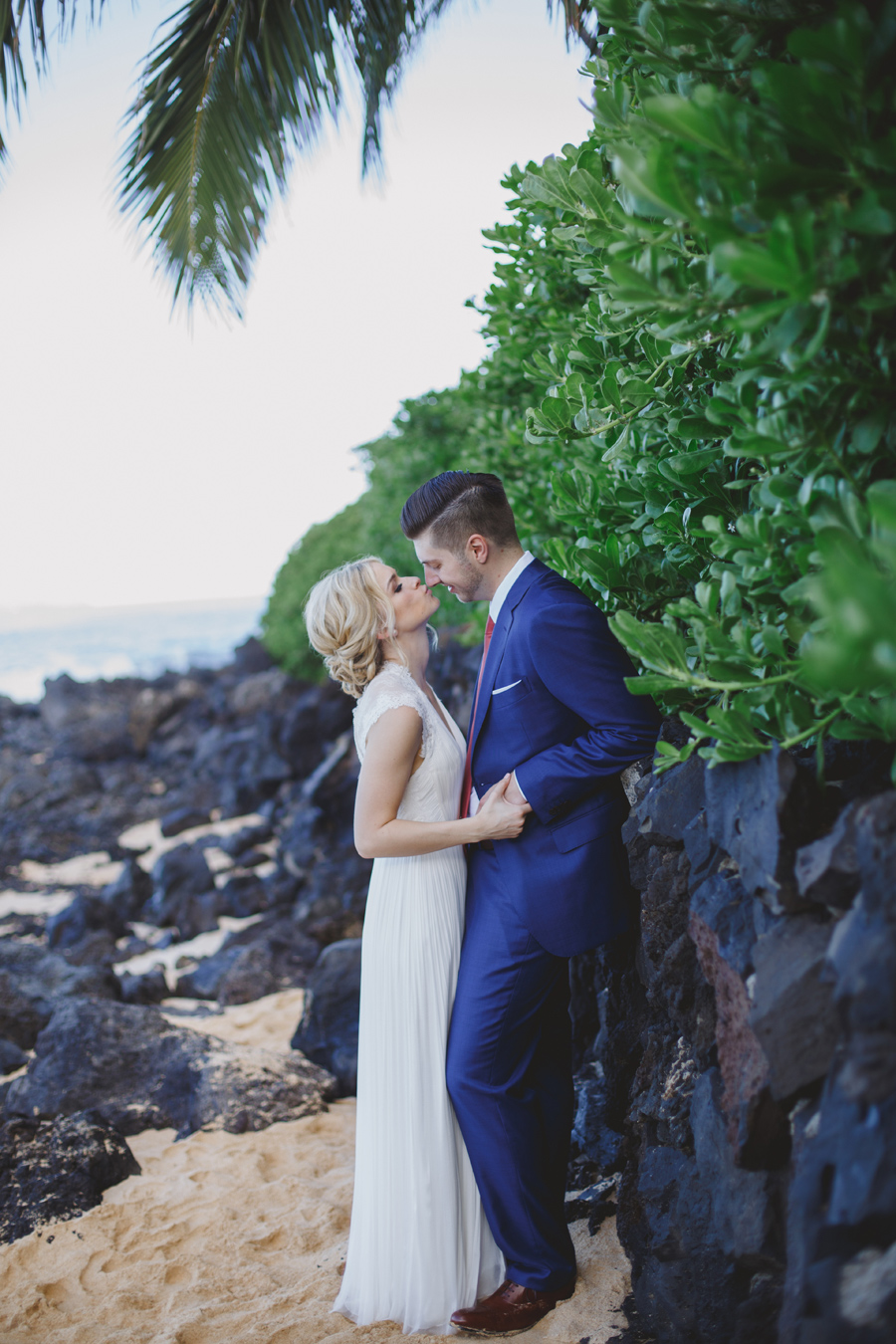 Kissing under a palm tree