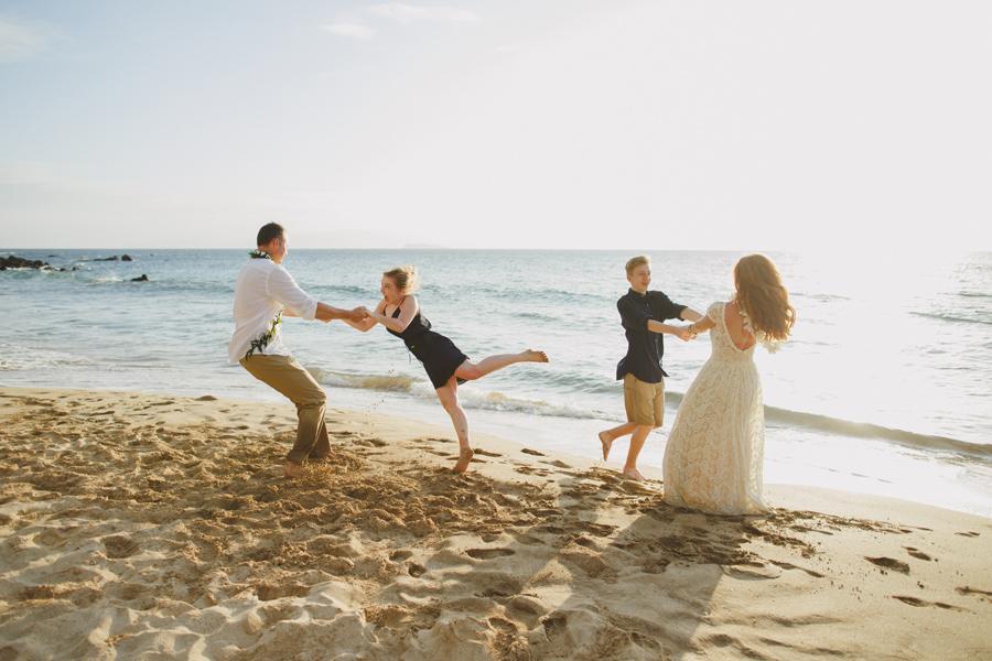 125-dance-on-the-beach-maui-elopement-photographer.jpg