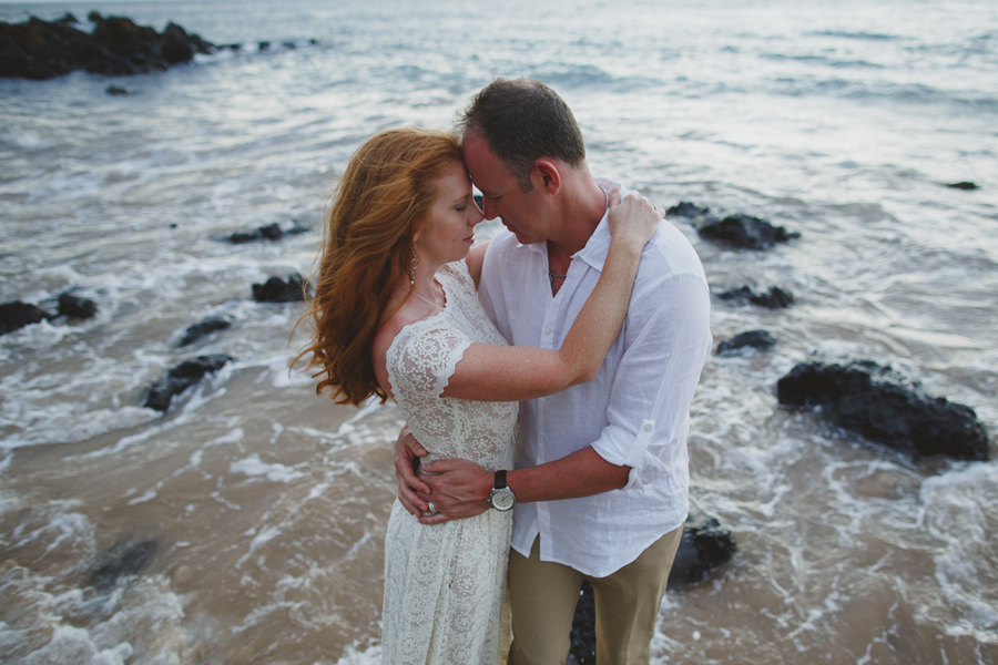 157-romantic-palauea-beach-elopement.jpg