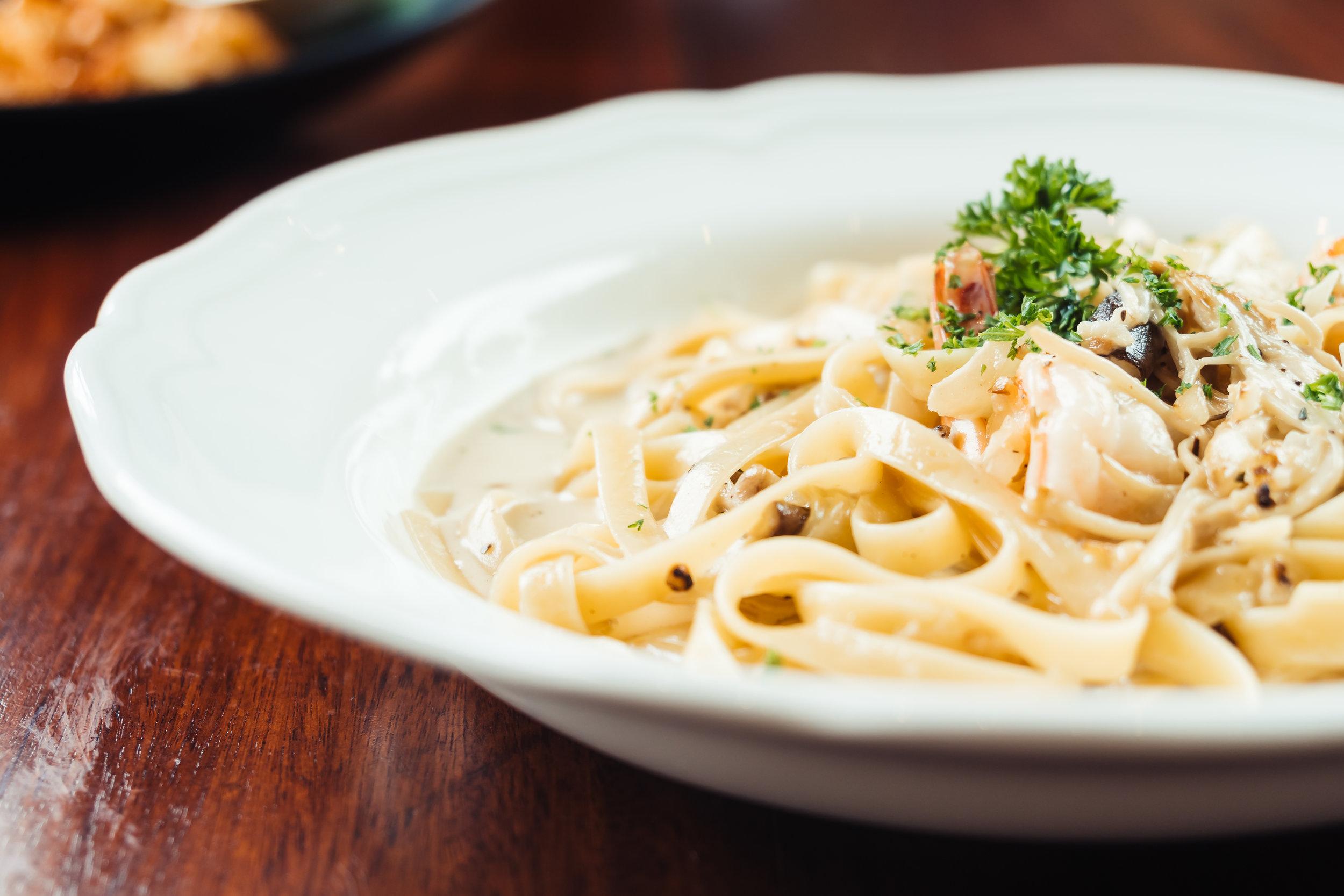 fettucine-white-cream-sauce-with-shrimp-mushroom.jpg