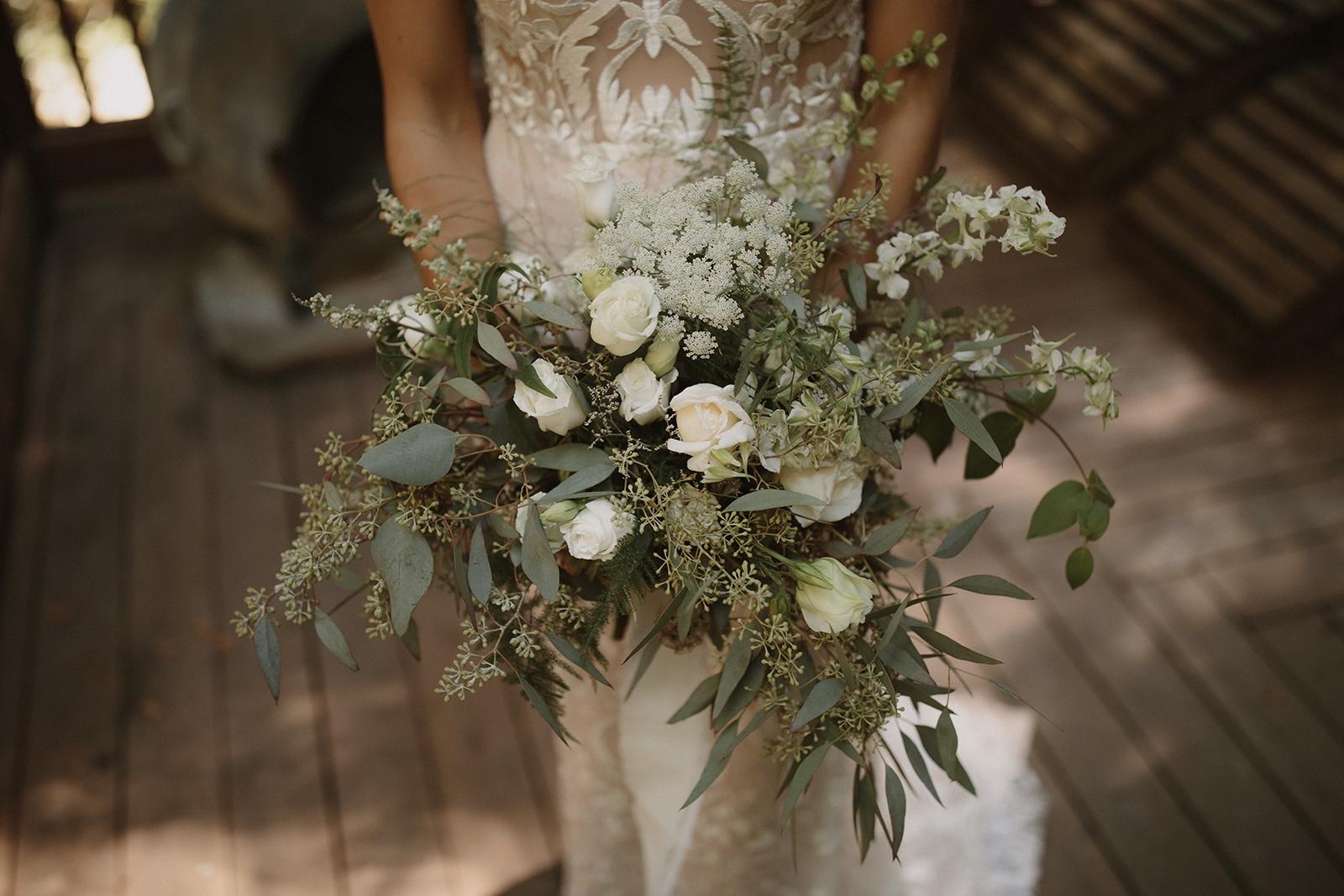 MODERN WHITES AND GREENS FOR AFOREST WEDDING - Photography by Josh Kane https://joshuakanephotography.pic-time.com/portfolio @Joshua_kane_photography