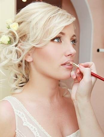 bridal-makeup-lips-gloss.jpg