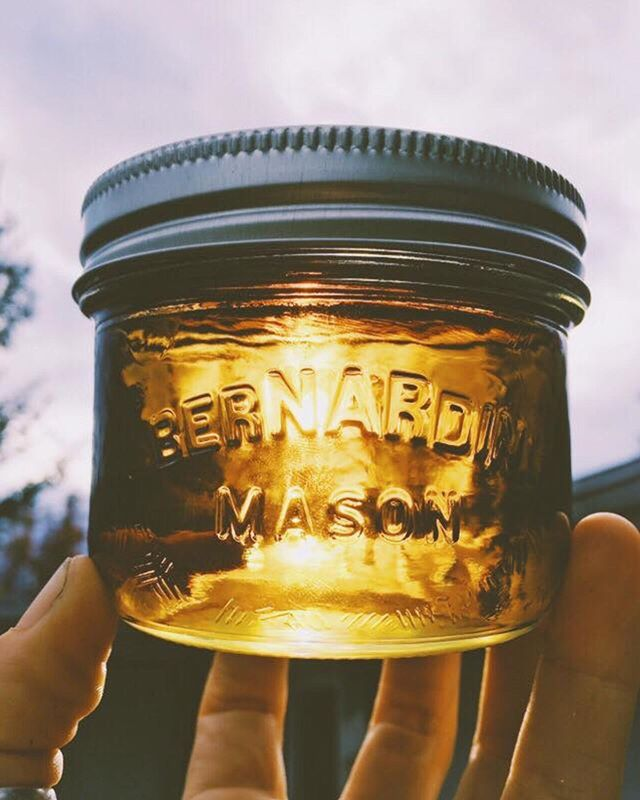 Couldn't resist another shot of the magic ingredient in our gummies. Tag a friend who could use a golden pot of sunshine.⠀ .⠀ .⠀ .⠀ .⠀ .⠀ .⠀ .⠀ .⠀ .⠀ .⠀ .⠀ .⠀ .⠀ .⠀ .⠀ #kootenaylabs #klabs #masonjar #magic #sunshine #staylifted #edibles #cannabiscommunity #canadiancannabis #local