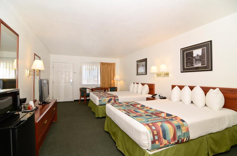 05522_033_guestroom.jpg
