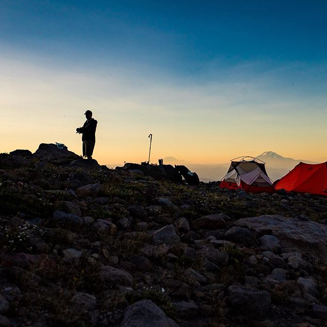 Weekend adventures. Sunset above Cloud Cap. #timberlinetrail #mthood #mthoodwilderness #oregon #mountains #backpacking