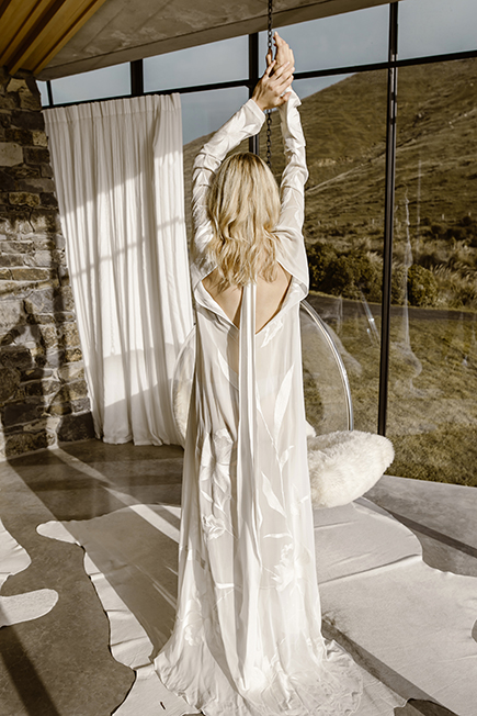 Deep v back with long loose sashes this bridalgown ill make you swoon #letobridal