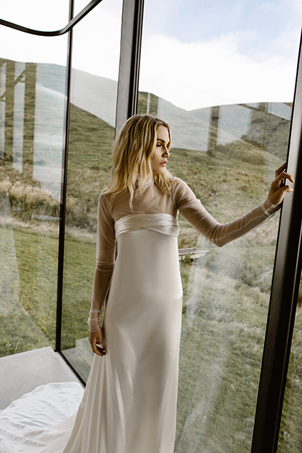 Cool and chic wedding gown for a minimalist loving bride #letobridal