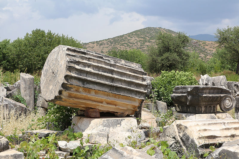 Ruins of Aphrodite's temple via wikimedia commons by Bernard Gagnon