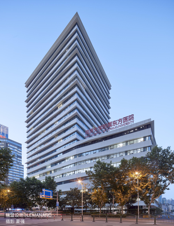 从浦东南路看东方医院新楼1 .jpg