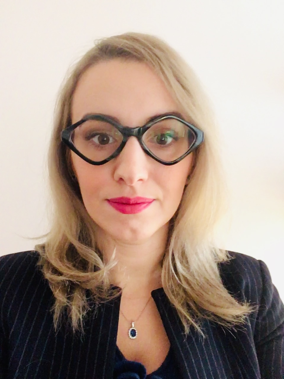 """""""Am întâlnit cazuri în care contabilul şi-a cumpărat un kit de implementare GDPR de pe net, după care l-a dat tuturor firmelor. Şi cam atât"""" - Elena Gabăr, Privacy Consultant"""