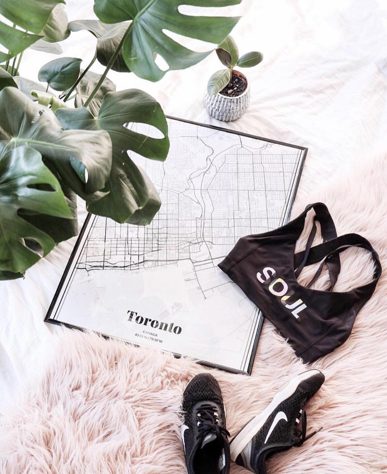 8 Gym Bag Essentials -