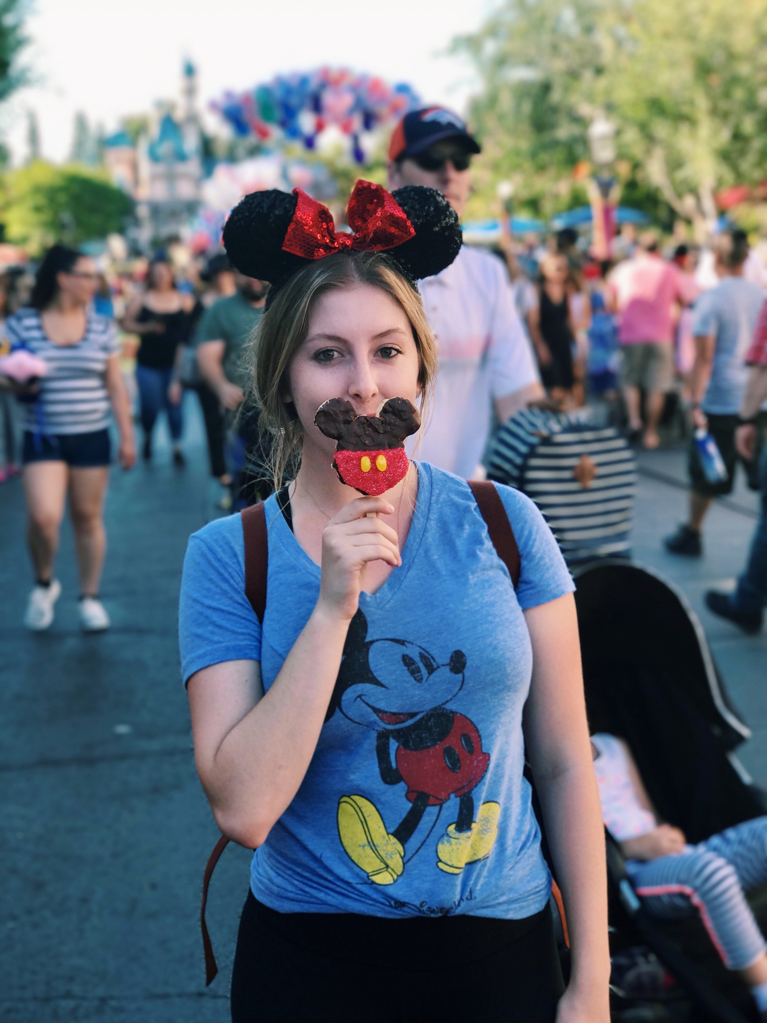 Going to disneyland? Check out these 10 insta-worthy treats! -