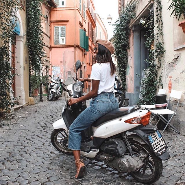 Favorite way of getting around the city? Let's hear it in the comments! • photo by: @blaque_velvet