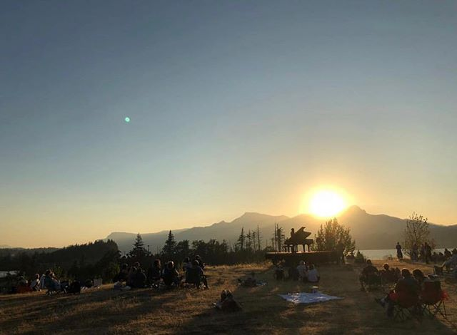 Repost 📷 @frizzieliz  #inalandscape in Cascade Locks