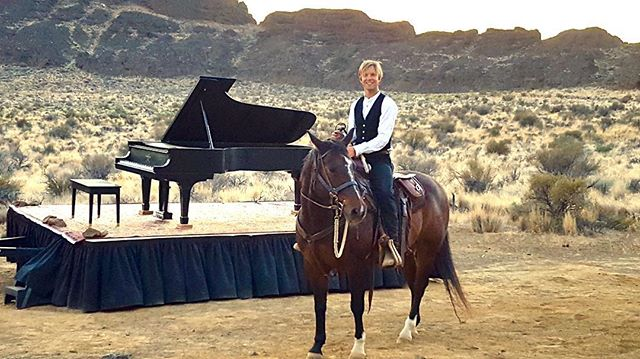 @hunternoack out for a ride after the show at Fort Rock. Thanks to @hoidakmac for the 📷 and for the 🐎 Ian and Kama McMurry and John and Tracy Johnson #travel #traveloregon #visitcentraloregon #hunternoack #classicalmusic #inalandscape