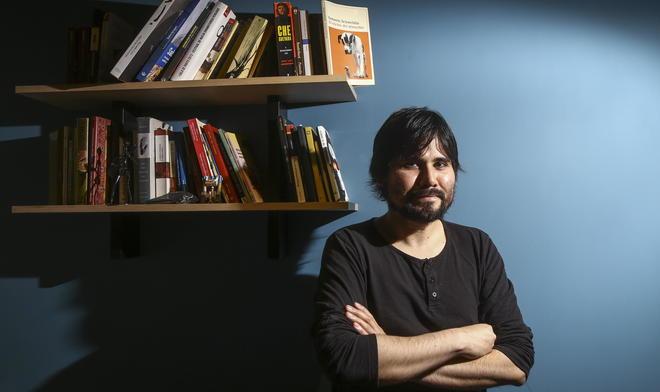 Un autor versátil: perfiles, novela y ahora cuentos fantásticos. Créditos: John Michael