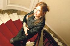 """""""No soy de las que planifican un libro, escribo bajo incertidumbre"""", asegura Jeftanovic.  Imagen: Carolina Camps"""