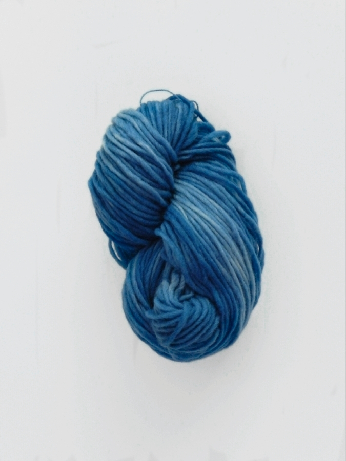 Canadian Solo - Naturally Dyed CANADIAN SOLO - 1 ply bulky weight - 100g and 194m/211 yd per skein. Use 4mm to 5mm knitting needles.100% Canadian sheep wool spun in Alberta at Custom Woolen Mills and dyed with plant dyes in Madeira Park BC by EVERLEA YARNShown in Medium Indigo