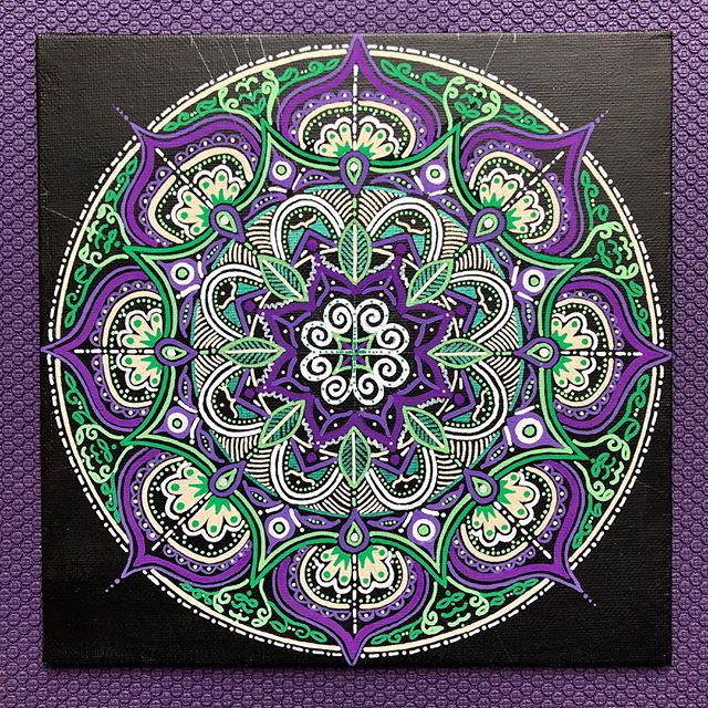 Finally finished my first mandala today. Thank you for introducing this beautiful art to me, @_yogasquirrel_ ! Such an awesome workshop by @goddessliberation 💜💚 It felt good to take up some form of drawing again, which also doubles as a form of mediation 👩🏻‍🎨🧘🏻‍♀️ . #mandala #drawing #meditation #yoga #yogaoxford