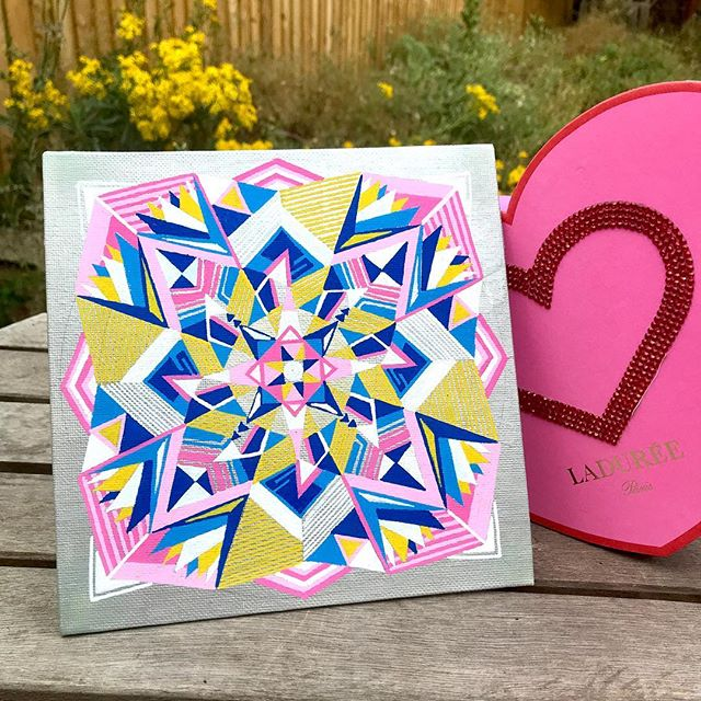 Well, it's not Valentine's yet. But they say find expansiveness in your heart space 💗 . And this is what happens when you drop a love bomb in the middle of a silver canvas 💣💙💛⚪️💖 . Shout out to my love bomber sisters and brother out there for giving me inspirations when I'm not in the mood to be on my mat and spreading the love of yoga one heart at a time 💕 . Teaching at Botley Park at 1 pm tomorrow! FREE OUTDOOR YOGA awaits you on West Oxford Fun Day! We'll flow away under the ☀️ with 🌾 under our feet and ❤️ in our hearts! (Mats are provided if you're not a fan of 👣 🌾😉) . I'd love to see you there! . #yogaoncanvas #weekendplan #oxfordweekend #freeyoga #outdooryoga #westoxfordfunday #vinyasa #yogaclass #yogateacher #villagefete #mandala #oxfordyoga #yogaoxford #oxford