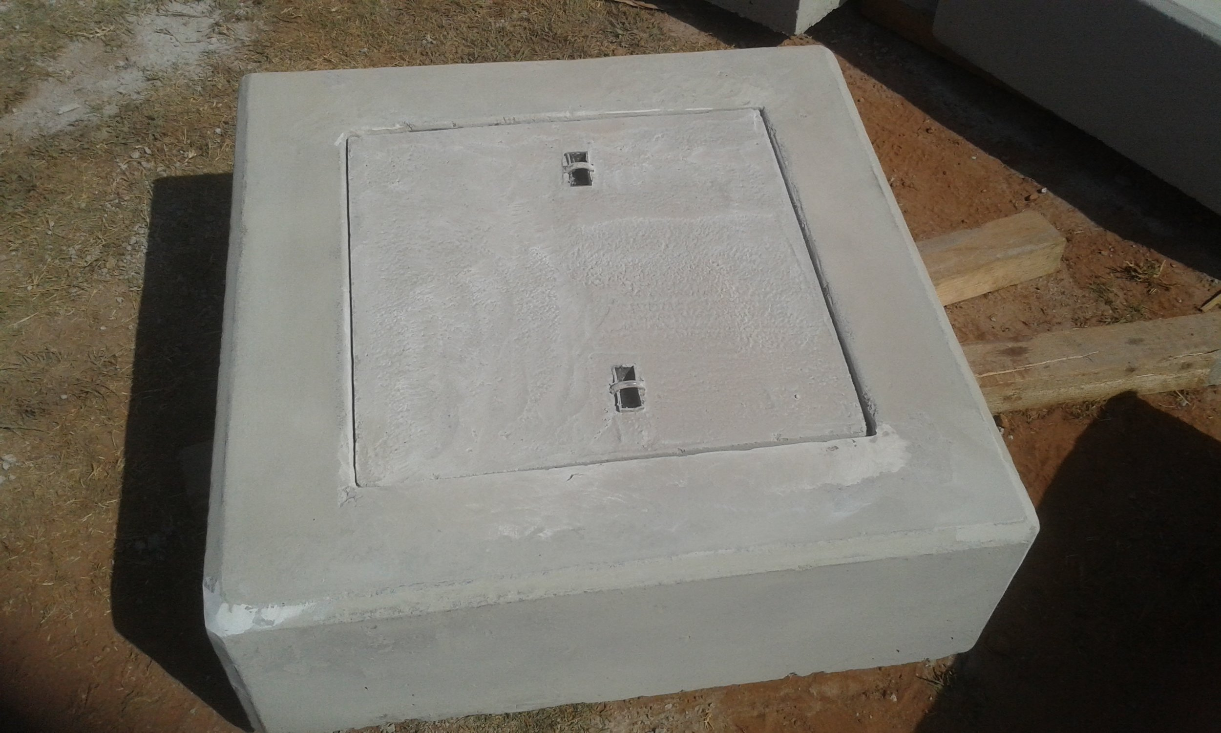 Subsoil Cleaning Eye 915 x 915 x 300 with 600 x 600 lid