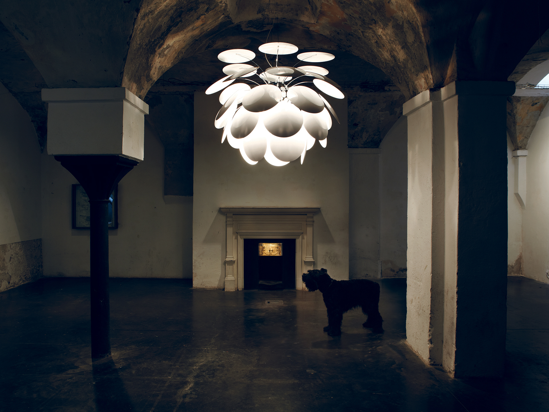 Leuchten - Lampen sind weit mehr als nur Lichtquelle. Sie strukturieren Räume, erzeugen unterschiedliche Atmosphären und geben einem Interieur Charakter. Entsprechend vielfältig ist daher unser Sortiment.