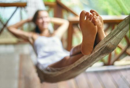 54675179_S_feet_hammock_woman_relaxing.jpg