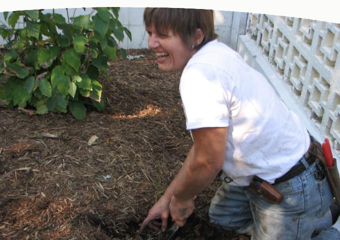 Roxanne-digging.jpeg
