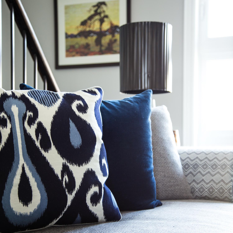patterned-blue-cushion