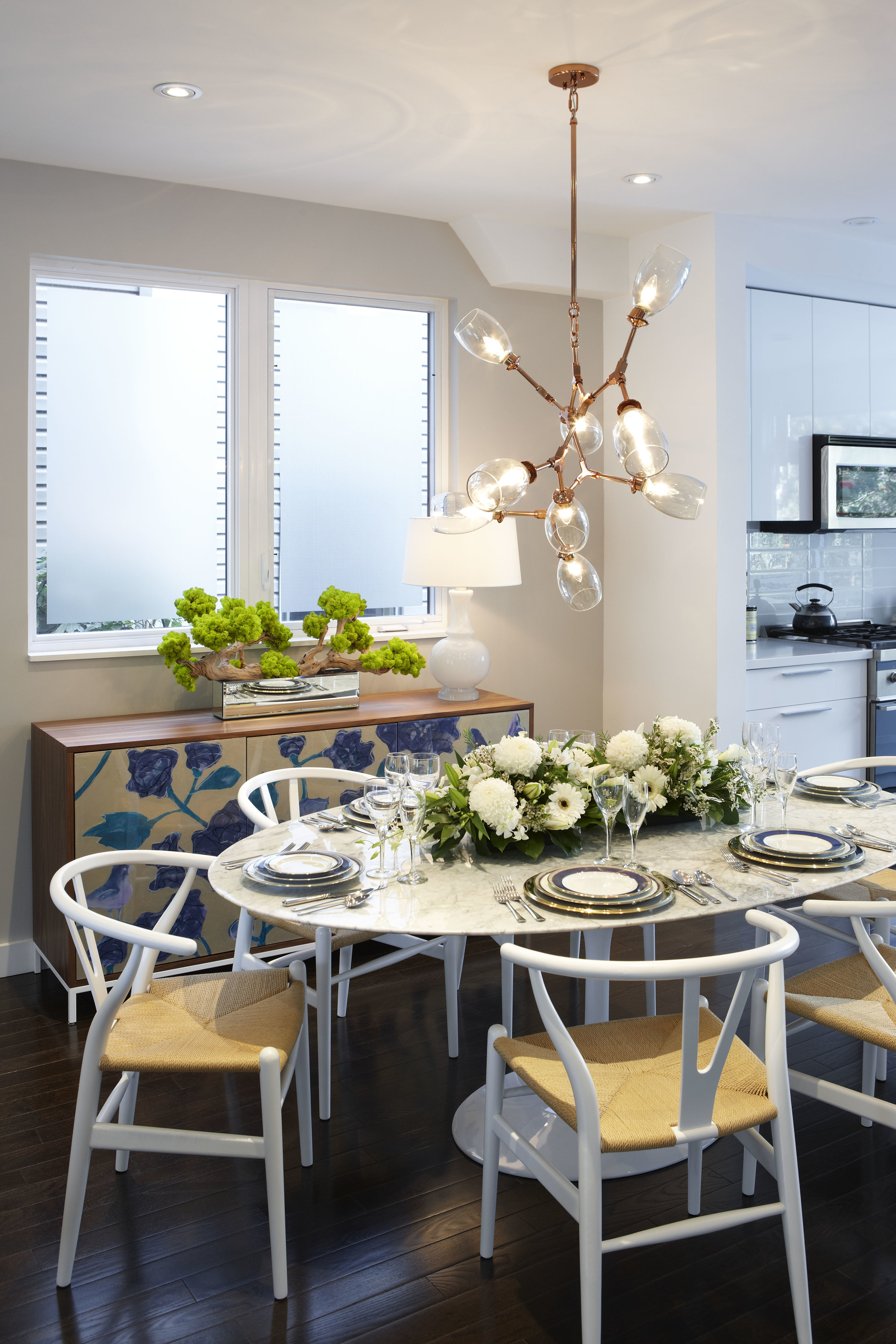white-kitchen-table-with-white-chairs