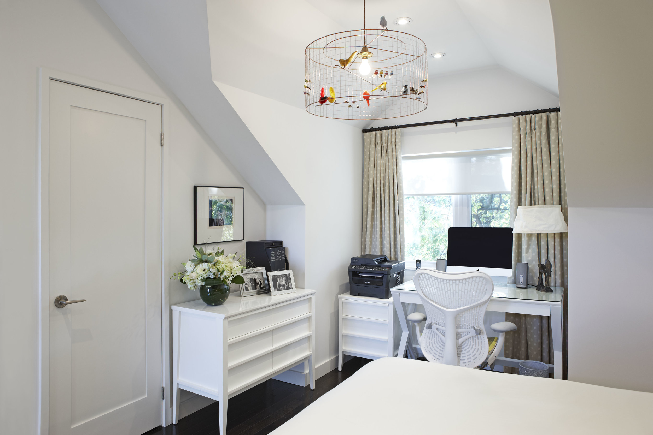 white-home-office-decor