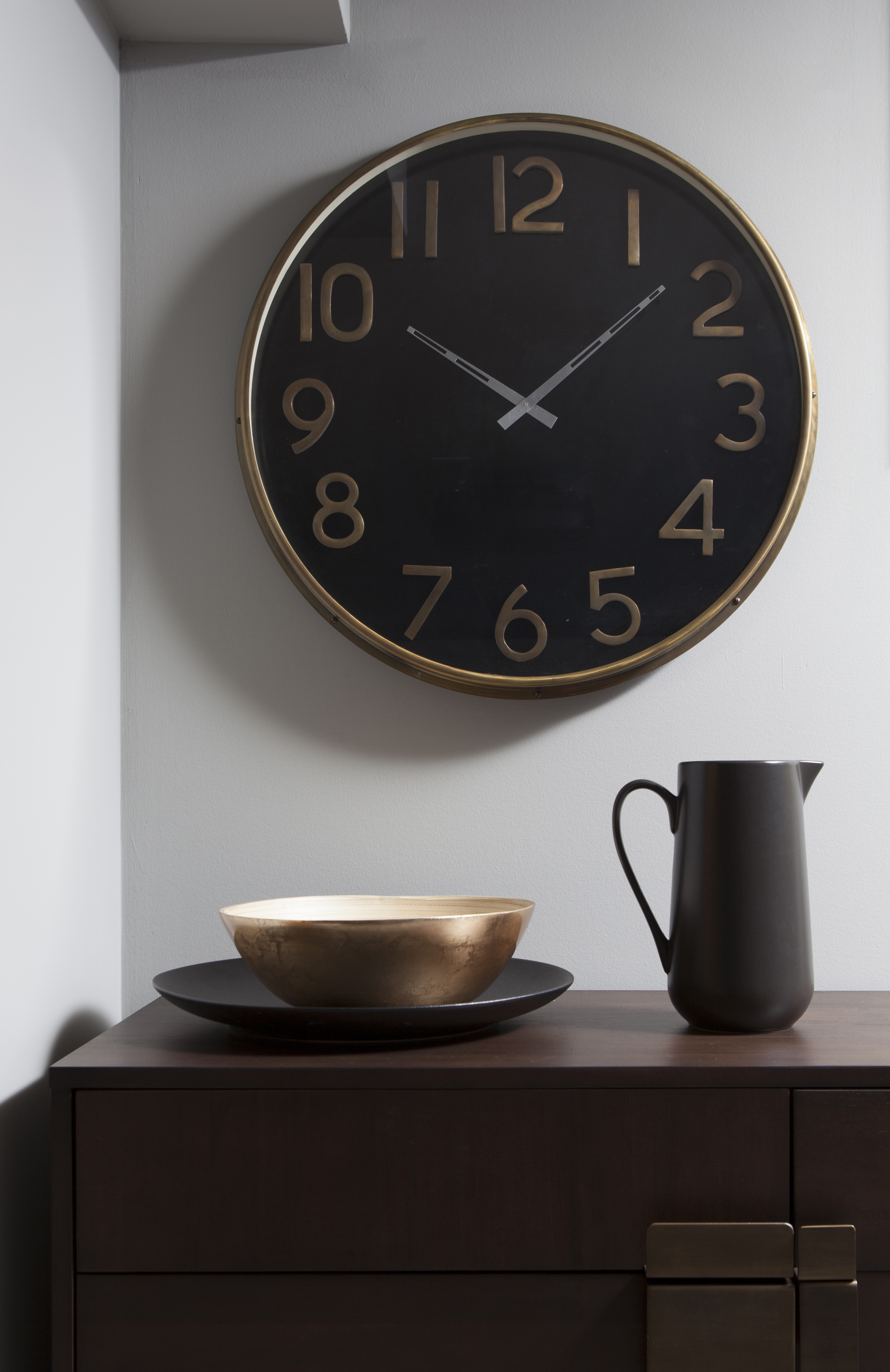 Black-and-gold-clock