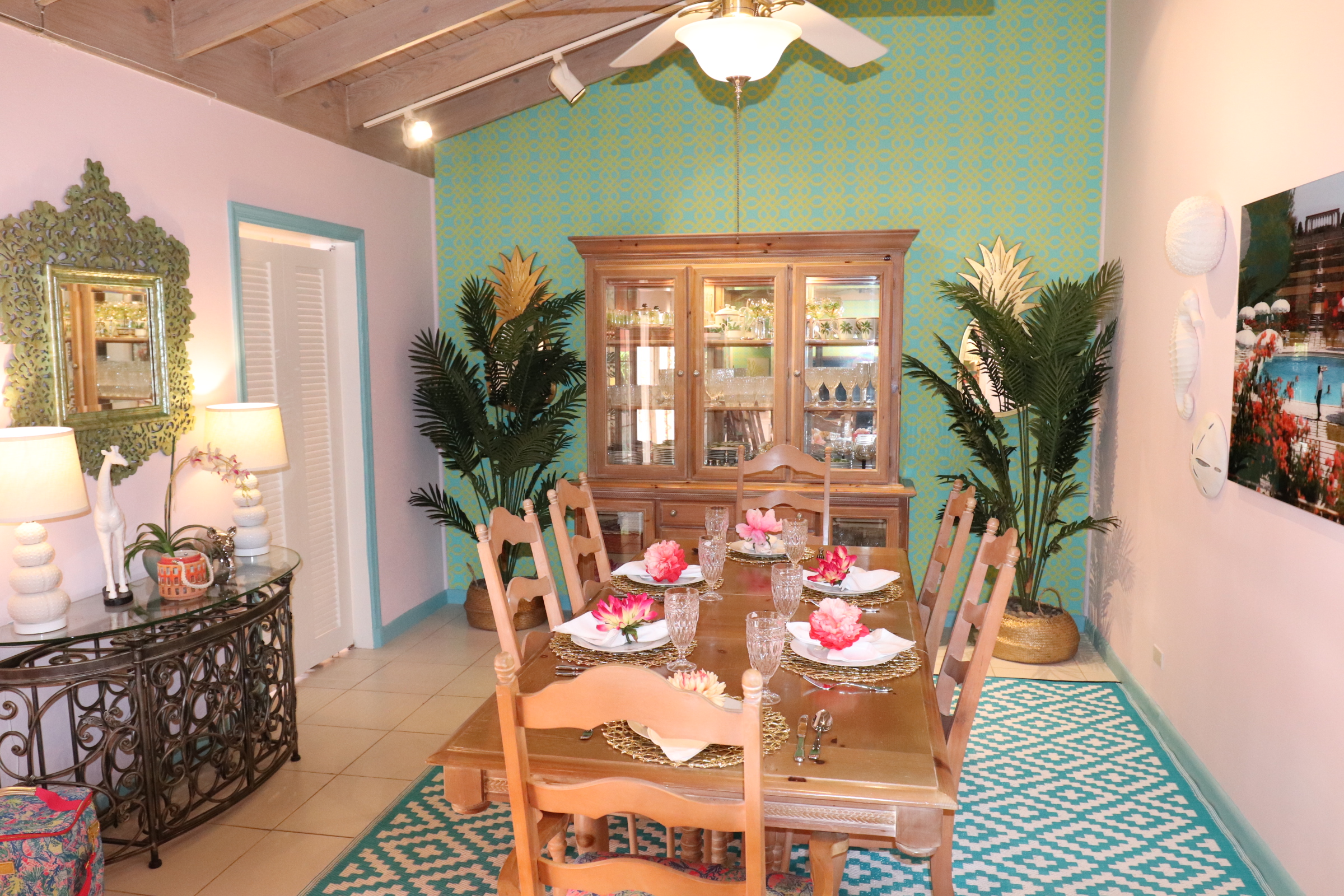 sweet-escape-cottage-paradise-island-lily-pulitzer-dining