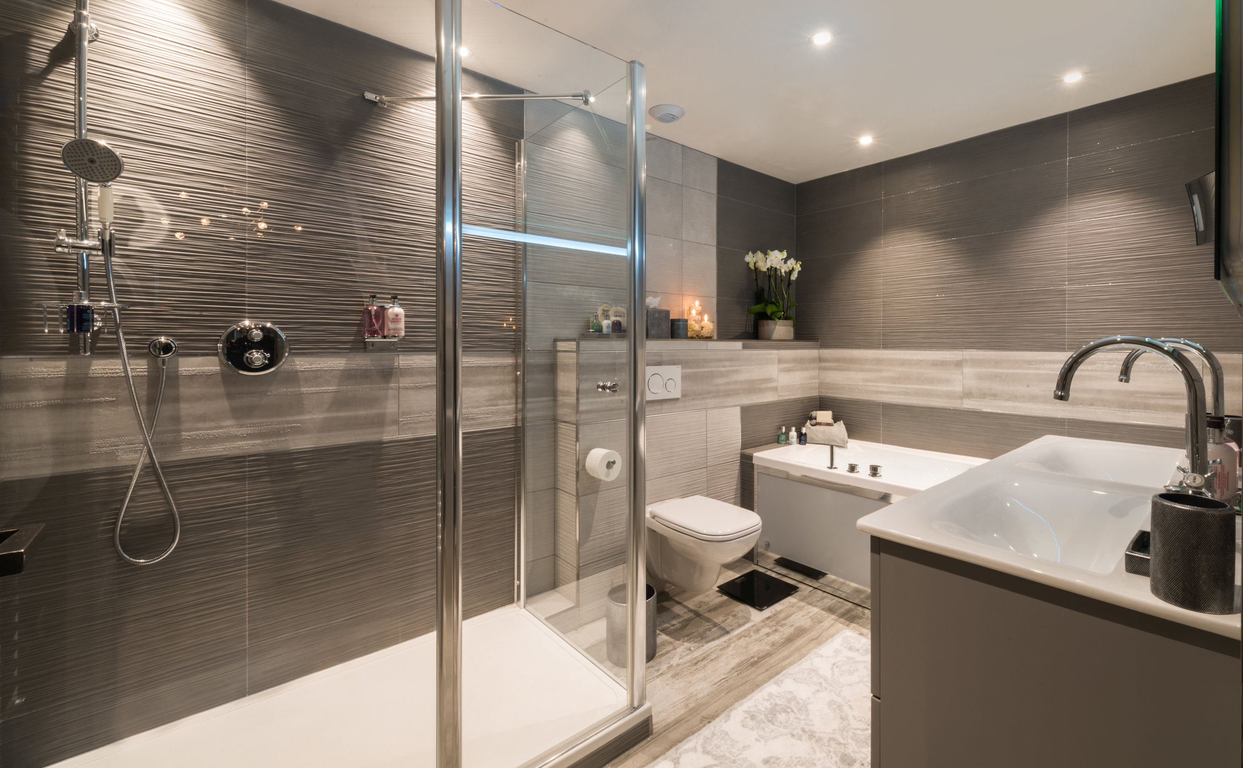 chalet-sweet-escape-modern-luxury-bathrooms-ski-gray-large-master