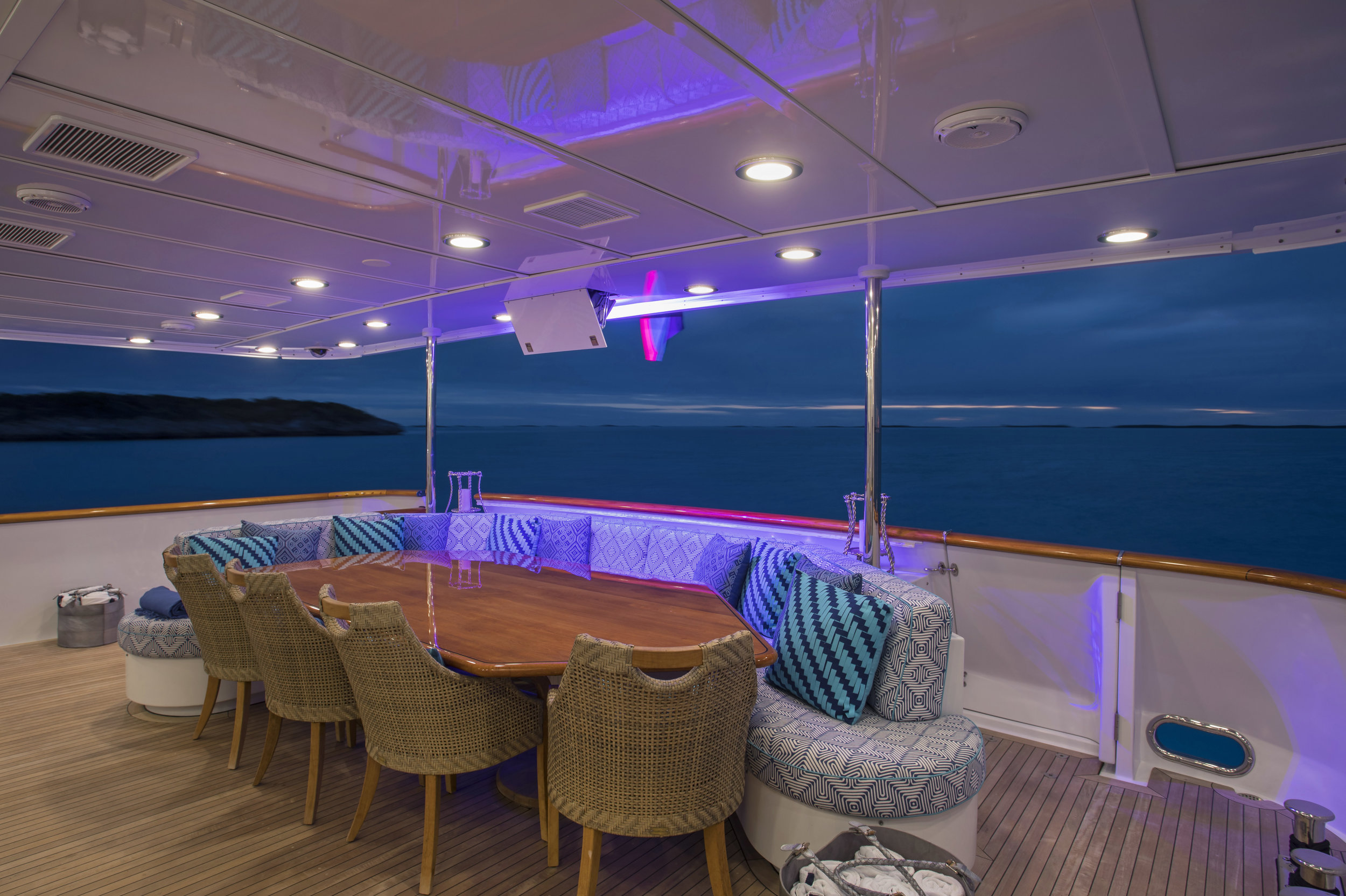 yacht-sweet-escape-aft-deck-control-4